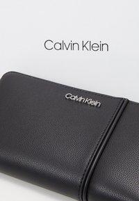 Calvin Klein - CHAIN ZIPAROUND - Wallet - black - 2