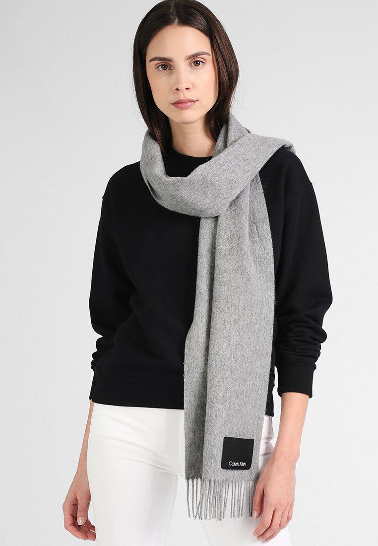 Calvin Klein - FRINGES SCARF - Szal - grey