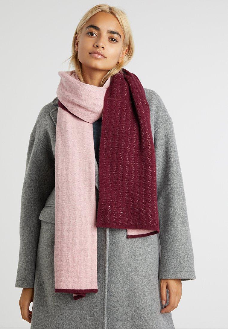 Calvin Klein - BASIC SCARF - Szal - pink