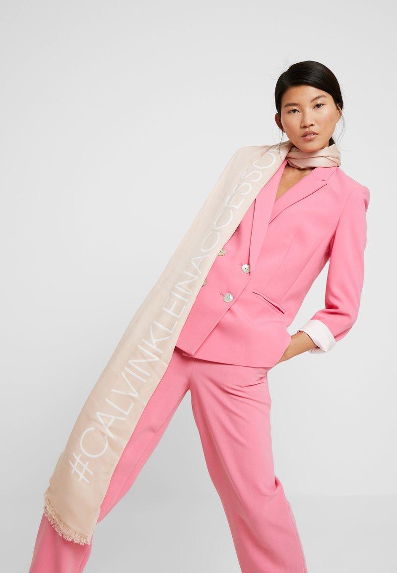 Calvin Klein - BIND SCARF - Sjal / Tørklæder - pink