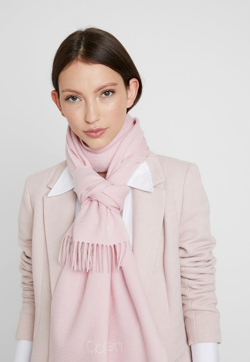 Calvin Klein - CLASSIC SCARF - Šála - pink