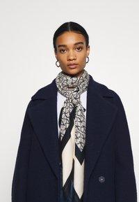 Calvin Klein - MONO SCARF - Tørklæde / Halstørklæder - blue - 0