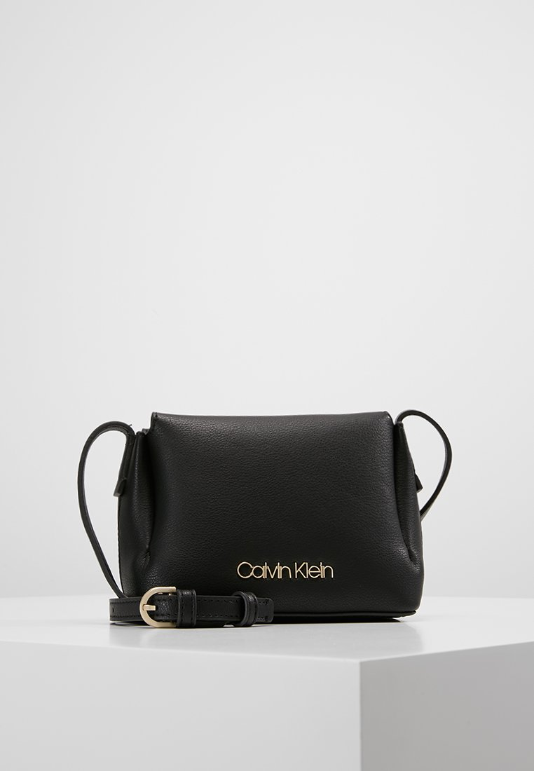 Calvin Klein - STEP UP SMALL CROSSBODY - Olkalaukku - black