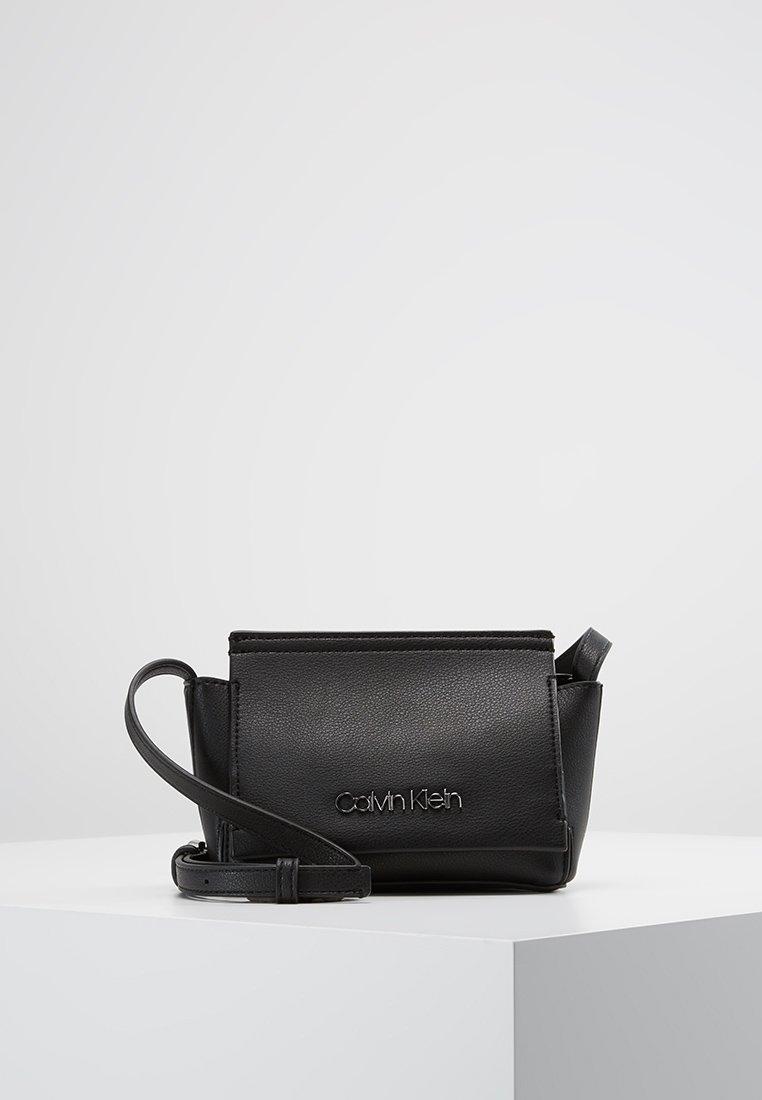 Calvin Klein - STITCH FLAP CROSSBODY - Sac bandoulière - black