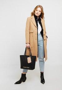 Calvin Klein - MUST - Handtasche - black - 1