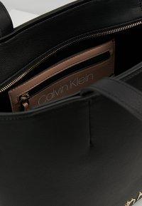 Calvin Klein - MUST - Bolso de mano - black - 4