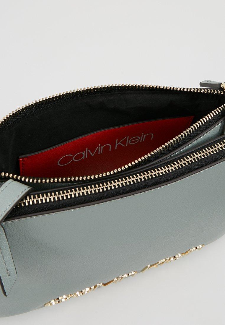 Calvin Klein Must Crossover - Sac Bandoulière Grey