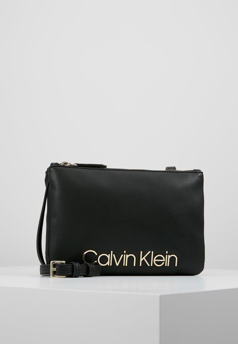 Calvin Klein - MUST CROSSOVER - Skuldertasker - black