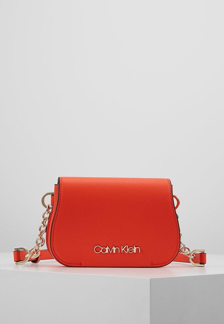 Calvin Klein - DRESSED UP BELTBAG - Riñonera - orange
