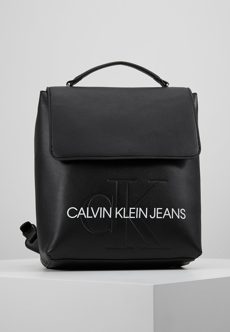 Calvin Klein Jeans - SCULPTED MONOGRAM FLAP BACKPACK - Tagesrucksack - black