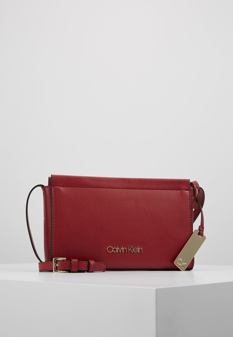Calvin Klein - ENFOLD CROSSBODY - Skuldertasker - red
