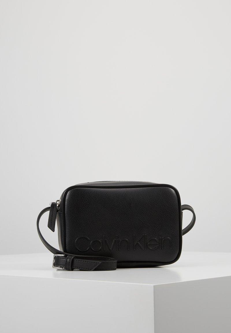 Calvin Klein - RAPID CAMERABAG - Skuldertasker - black
