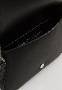 Calvin Klein - AMERICANA SHOULDER - Handtas - black - 4