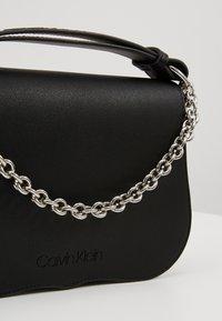 Calvin Klein - AMERICANA SHOULDER - Handtas - black - 6