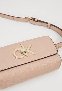 Calvin Klein - RE LOCK WAISTBAG - Ledvinka - pink - 6