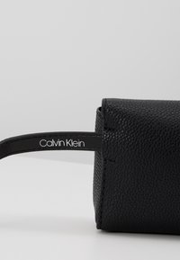 Calvin Klein - RE LOCK WAISTBAG - Ledvinka - black