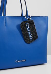 Calvin Klein - MUST SHOPPER SET - Kabelka - blue - 6