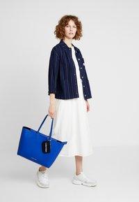 Calvin Klein - MUST SHOPPER SET - Kabelka - blue - 1