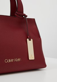 Calvin Klein - NEAT MED TOTE - Sac à main - red - 7