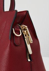 Calvin Klein - NEAT MED TOTE - Sac à main - red - 5