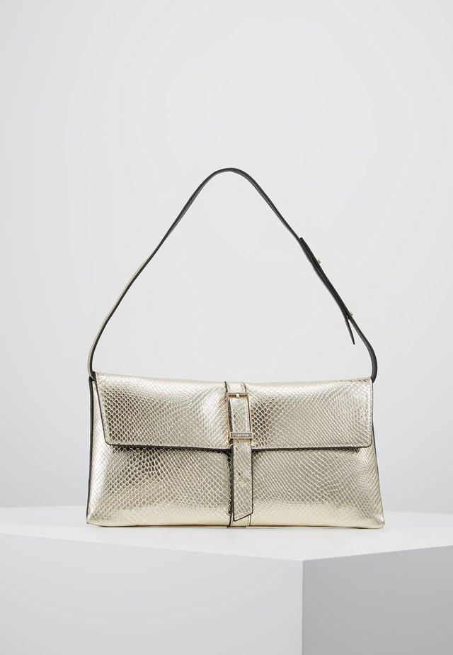 WINGED SHOULDER BAG - Håndtasker - beige