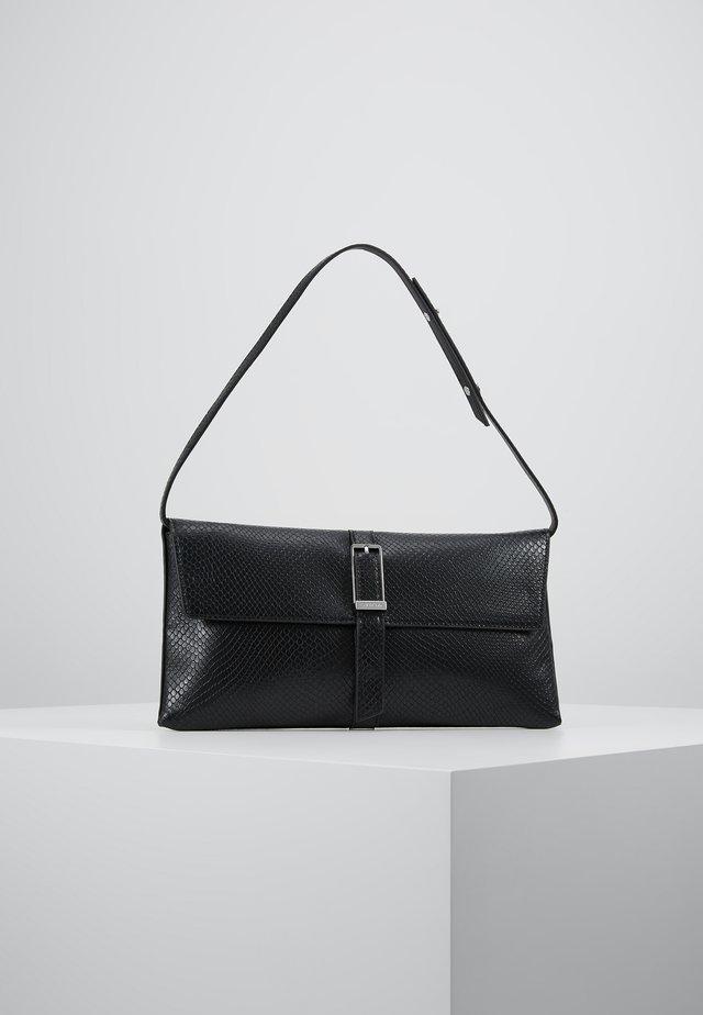 WINGED SHOULDER BAG - Håndtasker - black