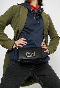 Calvin Klein - SIGNATURE FLAP XBODY - Umhängetasche - black - 1