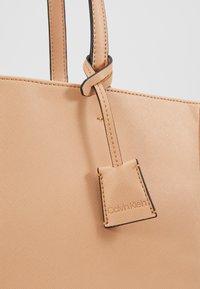 Calvin Klein - TASK - Velká kabelka - brown - 6