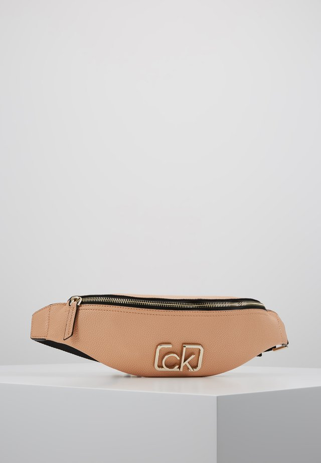 SIGNATURE WAISTBAG - Gürteltasche - brown