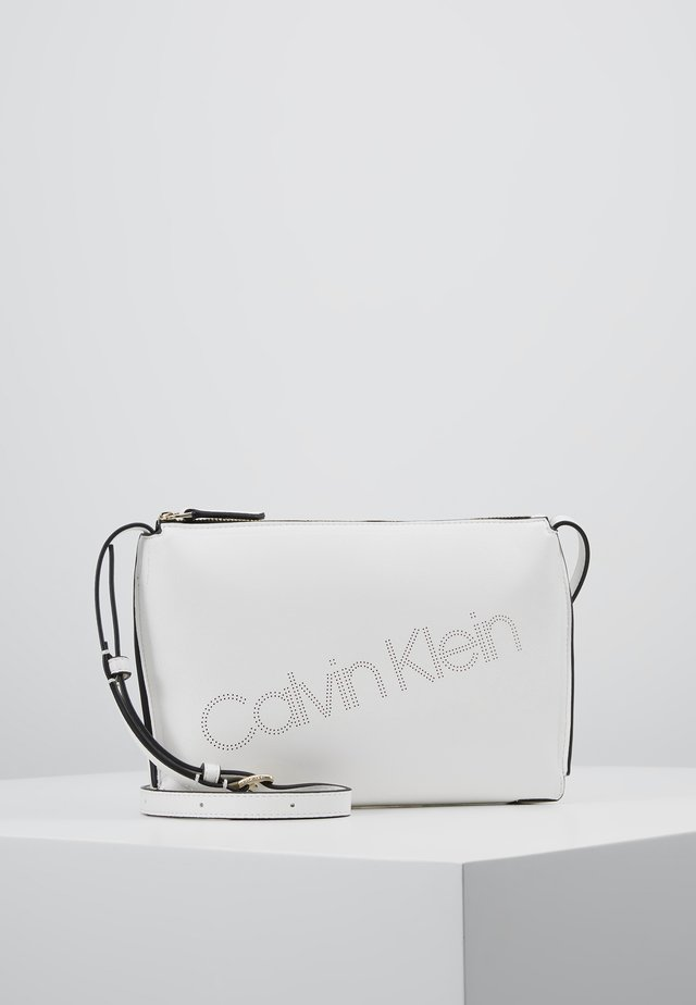 PUNCHED XBODY - Sac bandoulière - white
