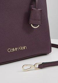 Calvin Klein - TASK TOTE - Kabelka - mauve - 6