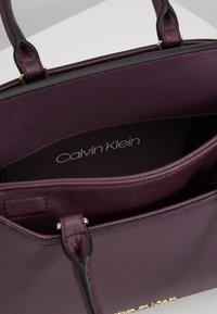 Calvin Klein - TASK TOTE - Kabelka - mauve - 4