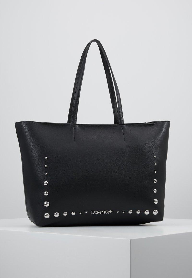 Calvin Klein - MUST MED - Håndveske - black