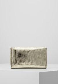 Calvin Klein - SIGNATURE FLAP XBODY - Skulderveske - gold - 2