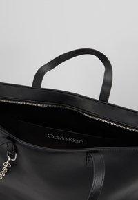 Calvin Klein - CHAINED  - Handtasche - black - 4