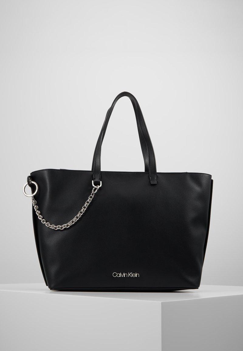 Calvin Klein - CHAINED  - Handtasche - black