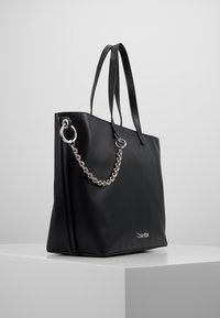 Calvin Klein - CHAINED  - Handtasche - black - 3