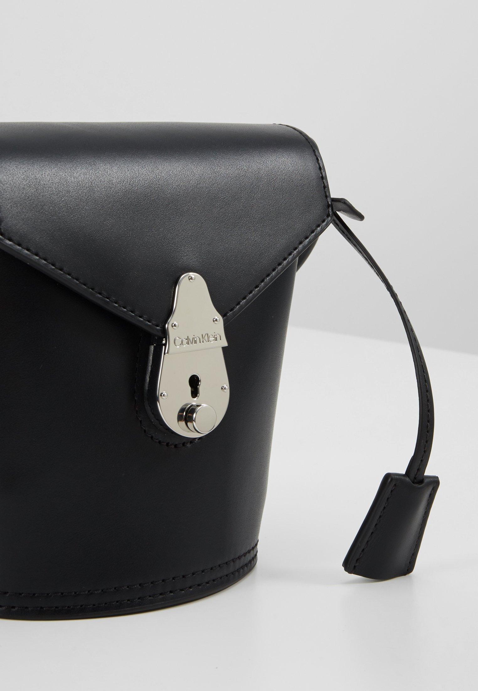 Calvin Klein Lock Micro Bucket - Schoudertas Black AEyQ86M