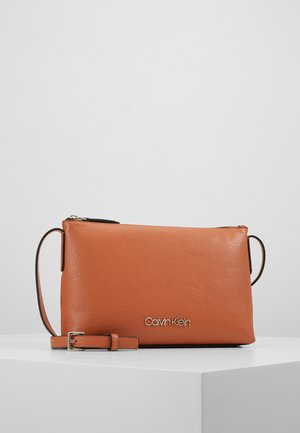 NEAT CROSSBODY - Schoudertas - brown