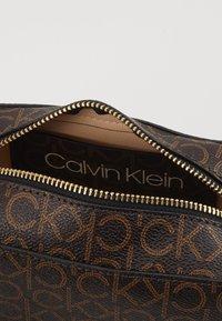 Calvin Klein - MONO CAMERABAG - Taška spříčným popruhem - brown - 4