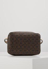 Calvin Klein - MONO CAMERABAG - Taška spříčným popruhem - brown - 2