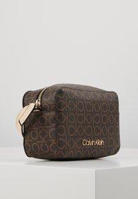 Calvin Klein - MONO CAMERABAG - Taška spříčným popruhem - brown - 3