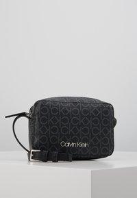 Calvin Klein - MONO CAMERABAG - Taška spříčným popruhem - black - 0