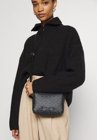 Calvin Klein - MONO CAMERABAG - Taška spříčným popruhem - black - 1