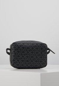 Calvin Klein - MONO CAMERABAG - Taška spříčným popruhem - black - 2