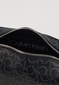Calvin Klein - MONO CAMERABAG - Taška spříčným popruhem - black - 4