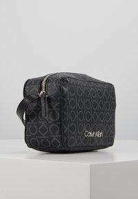 Calvin Klein - MONO CAMERABAG - Taška spříčným popruhem - black - 3