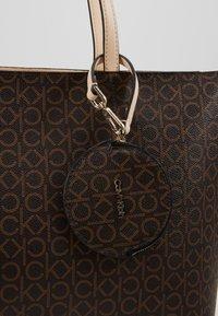 Calvin Klein - MONO  - Handtasche - brown - 2