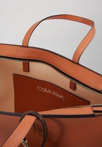 Calvin Klein - Handtasche - brown - 5