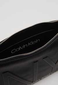 Calvin Klein - SHAPED CROSSBODY - Skulderveske - black - 4